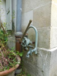 Auvers-sur-Oise: Maison du Docteur Gachet: faucet